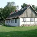 Strohhaus-in-der-Ortsmitte